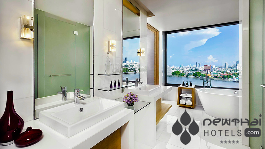 guestroom bathroom at AVANI Riverside Bangkok