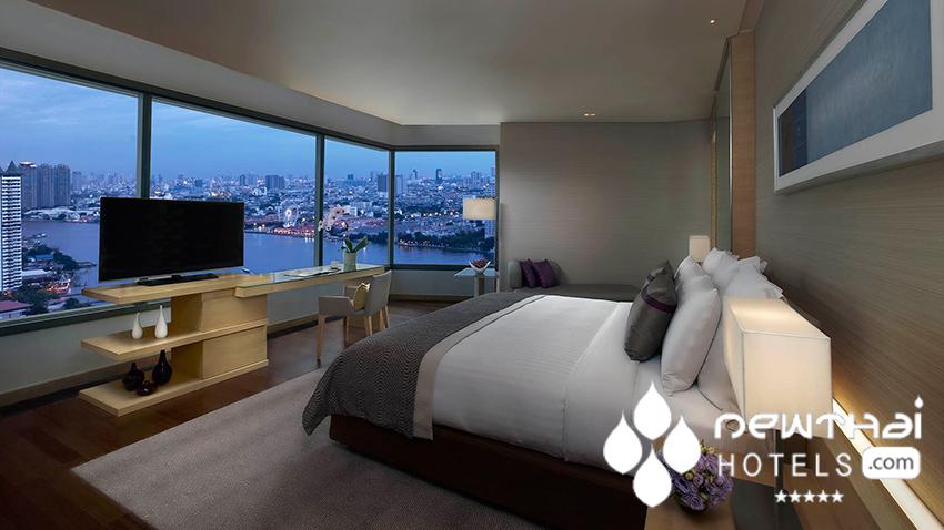 corner guestroom at Avani Riverside Bangkok