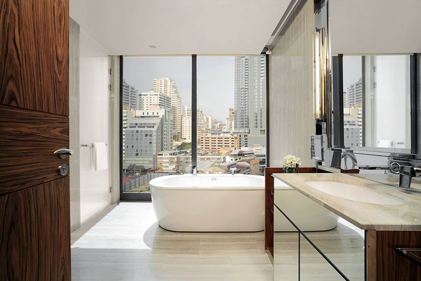 Hyatt Regency Bangkok Sukhumvit guest room bathroom