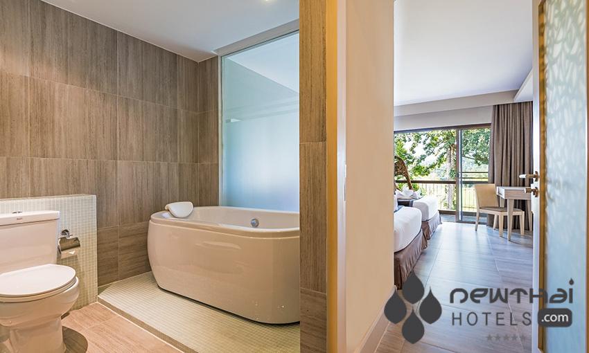 Guestroom bathroom at Chatrium Gold Resort Soi Dao Chantaburi