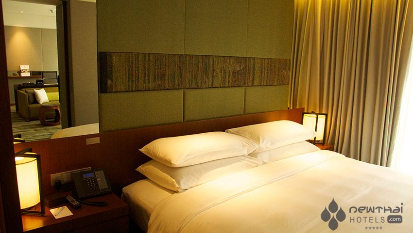 Bedroom at Hansar Hotel Bangkok