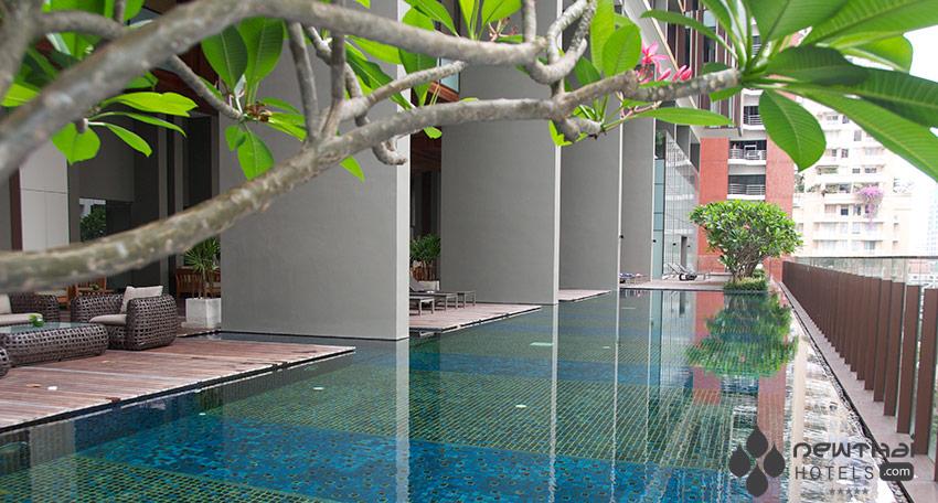 The pool at Hansar Bangkok