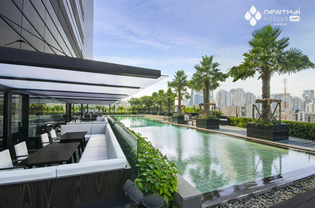 Holiday Inn Sukhumvit pool
