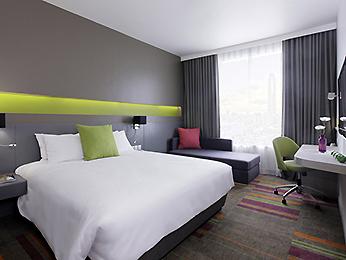 Mecure Siam guestroom