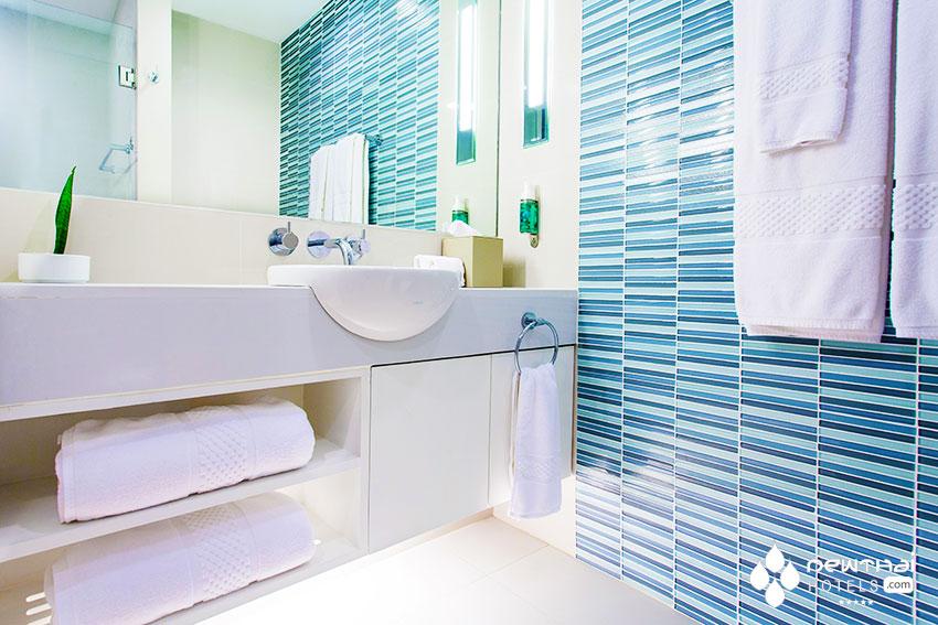 OZO Chaweng bathroom.