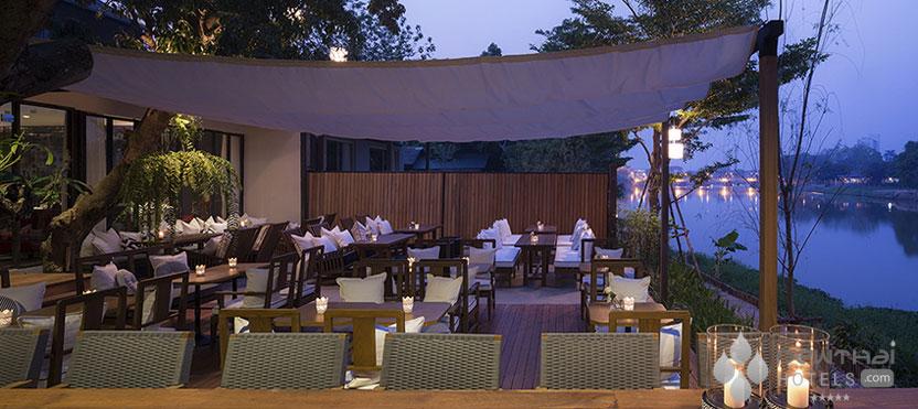 Sala Lana Riverside dining